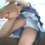 【お宝隠撮動画】美人ショップ店員さんが一瞬の気のゆるみでパンチラ史上稀に見ぬ大傑作アングルを確保されたw