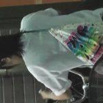 【危険盗撮動画】塾帰りの本物制服女子高生のスカート内の逆さ撮りパンチラ!恐怖感を感じてチラ見する美少女!