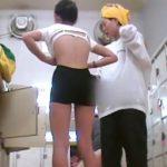【即削除】女子風呂脱衣所でスポブラではないが充分に危なそうな女子が母親らしき女性と盗撮された危険映像!