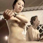 【HD女子風呂盗撮動画】完全バレたのかとドキッとさせられる全裸美人お姉さんの最高の視線と仕草に大注目w