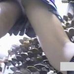 【パンチラ盗撮動画】女子高生のパンティ求めて街中をカメラ持参して徘徊し続けるロマンチストな変態様の投稿映像