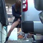 【放尿盗撮動画】モゾモゾしてる制服JKを発見したのオシッコ撮影狙って尾行!衝撃的な立ちション決める美少女w
