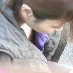 【隠し撮り動画】街中で胸元ガードの外れた素人お姉さんを探し出し無断撮影!最重要エリアの乳首到達の突破w
