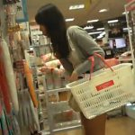 【高画質盗撮動画】100円ショップDAISOでお買い物中の可愛らしい女の子のスカート内から鮮明パンチラ隠し撮りw