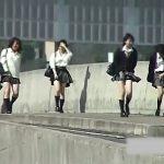 【パンチラ盗撮動画】制服JK達の通学路が強風パンチラスポットの聖地である恵まれた環境で大いにパンティ撮影w