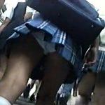 【パンチラ盗撮動画】ゾロゾロと集団で登校する制服JKのスカート内をあり得ないほど撮りまくる映像に発狂寸前ww