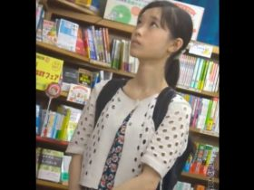 【即削除】危険パンチラ映像!本田真凛ちゃん似の女の子を盗撮する鬼畜者出没!スカートの中身も更に刺激的!