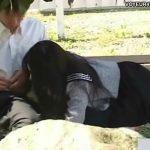 【SEX盗撮動画】若いのでヤルことしか考えてない学生カップルが昼間から公園のベンチでパコり始めてしまったw