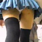 【パンチラ盗撮動画】最強のニーハイお似合いギャルの脚線美を街中で尾行!ヒラヒラスカートからチラ付くパンティw
