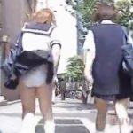 【パンチラ盗撮動画】通学中の制服女子高生のリアクションも楽しい風チラ映像!豪快に捲れてしまう娘さんも数名w