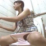 【盗撮動画】両親が二重で震えあがった事実!学習塾トイレは盗撮されてるしまだアドケナイ娘がオナニーをしてる!