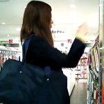 【パンチラ盗撮動画】激カワ女子高生がセクシー黒ストッキングを愛用してるので逆さ撮りすると極上純白パンティw