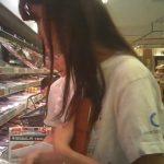 【盗撮動画】近所で評判のAEONスーパーで買い物中の美人若妻の美脚に見惚れて舐め回すように撮影尾行中w