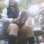 【パンチラ盗撮動画】デパートのシューズ売り場でためし履きする制服JKのパンティを隠撮しまくった危険物w