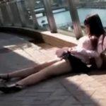 【悪戯盗撮動画】路上で寝てしまった美人ギャルのパンティから陰毛を露出させて放置して撮影する鬼畜行為勃発