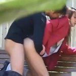 【隠し撮り動画】JKにしては大人びた美人の幼なじみが付き合ってると噂される大学生と公園で青姦SEXしてる!