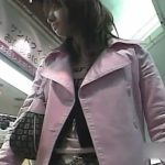 【パンチラ盗撮動画】美人過ぎるミニスカギャルを尾行して人混みの中でも堂々とパンティ激写を成し遂げたオレw