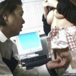 【盗撮動画】観覧注意!万引きしたギャル二人組に強い憤りを隠せない店長の厳格な取り調べ危険映像!