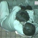 【盗撮動画】深夜の路地裏で濃厚な愛撫の末に青姦立ちバック挿入に行きついてしまう若いカップルw