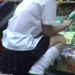 【パンチラ盗撮動画】放課後の制服JKの股間にフォーカス!フレッシュなエロス漂うパンティをローアングル撮りw