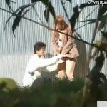 【盗撮動画】野外であるにも拘らず不良少年の彼氏にオマ○コを剥き出しにされて愛撫されているJKを捕獲w