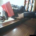 【パンチラ盗撮動画】本物リアル映像!書店で美人ギャルに密かに近づいて逆さ撮りする危険人物が投稿w