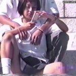 【パンチラ盗撮動画】公衆の面前でイチャ付く高校生カップルの超激カワJK美少女のパンティが丸見えw