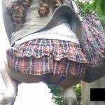 【パンチラ盗撮動画】Tバック装備中の美人ギャルの的を外してしまった肛門部や股間を撮影しまくったw