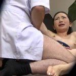 【SEX盗撮動画】抵抗しても抵抗しても子宮を責めてくるマッサージ師に痙攣しながら寝取られる美人妻w