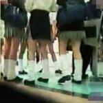 【パンチラ盗撮動画】繁華街で素人の下半身をガチ撮影!ミニスカ女子のパンティに徹底して執着する映像!