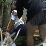 【SEX盗撮動画】超可愛い女子高生を彼氏がパンティ脱がして愛撫すると挿入してしまった青姦現場を撮影w