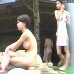 【隠し撮り動画】野外森林浴場の開放的な空間で撮影された素人一般女性達の生チチ柔肌がマジで絶景過ぎw
