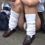 【パンチラ盗撮動画】制服JKの股間を撮影すると一瞬チ●コが生えてるのかと疑うほどモッコリしていたw