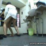 【盗撮動画】店内の洗面所で風俗嬢の美人ギャルと男子スタッフがSEXしてる姿を撮影した店長が拡散!