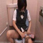 【オナニー盗撮動画】超絶美少女な女性店員さんがトイレに大人の玩具を持ち込んで自慰行為をご披露w