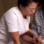 【SEX盗撮動画】温泉旅館でマッサージ師を呼んだらオバサン按摩師がやって来て当然の如く本番セックス
