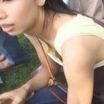 【盗撮動画】マジうまそー!子連れ美人ママのタンクトップの胸元の隙間から胸チラ乳首を完全攻略w