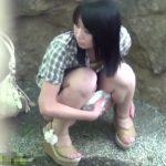 【盗撮動画】我慢の限界を超えた放尿美少女!霊長類史上最高にキュートな野ションニストを本邦初公開w
