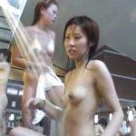 【盗撮動画】女性撮り師も認めた素人ギャルのスレンダー美乳ボディが眩し過ぎる女子風呂洗い場映像w