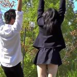 【HD盗撮動画】彼氏と公園デート中の最高美少女JKのプルンプルンの太股の隙間からパンチラ激写w
