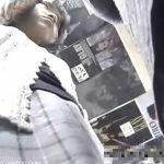 【盗撮動画】ガチ物リアル映像!ショップで買い物に夢中な素人ギャルのパンチラを逆さ撮りしまくって来たw