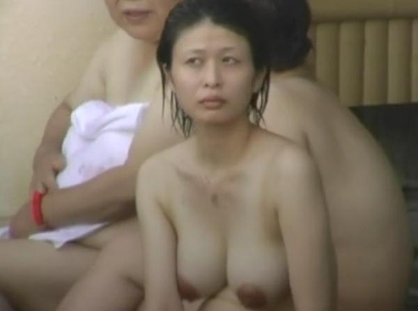 【盗撮動画】ついに公開!女子風呂の美人妻妊婦は絞り込むと母乳が出そうな爆乳卑猥の最高巨乳輪!