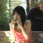【盗撮動画】公園ベンチで激カワ娘のオッパイを強制露出!あまりの美乳プルプル揺れに言葉を失うオレw