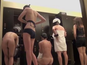 【盗撮動画】このまま絵画にして飾っておきたいほど綺麗に撮られた女子風呂脱衣所の全裸ギャル達w