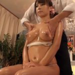 【SEX盗撮動画】旦那同伴の美人妻をアロマオイルでテカテカにしてプルンプルンの美巨乳ボディに中出しw