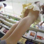 【HD盗撮動画】彼氏と買い物中の美女の美脚と勝手な嫉妬で気が狂いそうな超高画質パンチラ映像w