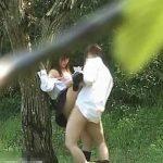 【隠し撮り動画】不良が多くて有名な暴行の高校生カップルが公園茂みの中で青姦SEXしてる衝撃の瞬間!