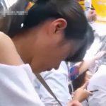 【盗撮動画】白い清楚なスカートのロリ美少女を尾行して電車内で痴漢しながらパンチラ撮影する危険物!