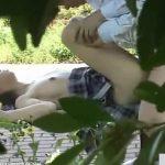 【盗撮動画】とある高台のベンチで青姦SEXでパコりまくってる学生カップルの姿を撮影してオカズを作成w