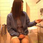 【盗撮動画】美人ギャルの美脚が尋常でなくエロい女子トイレで撮影された映像がネット上に拡散したw